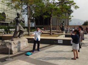 ブルースリーの銅像
