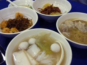 香港での朝食ワンタン麺