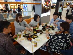 香港国際空港で昼食