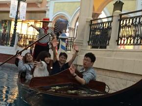 ショッピングモール内のゴンドラ船