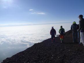国内団体旅行 富士登山