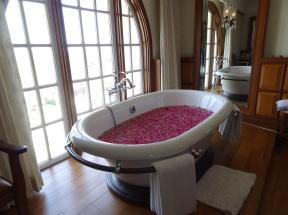 アマールヴィラスの薔薇のお風呂