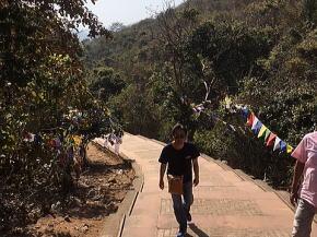 仏跡ラージキルの霊鷲山の道