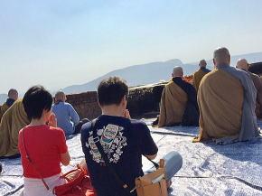 霊鷲山で日本の僧侶と