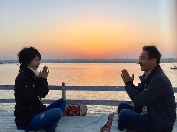 ガンジスの夜明けとともに瞑想