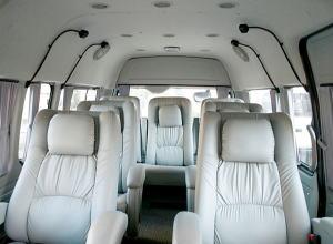 インド旅行 ワンボックス座席