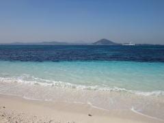 ウドの白い砂浜