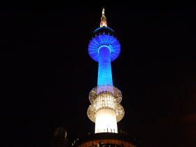 青く輝くソウルタワー