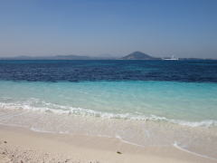 牛島の白い砂浜