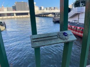 柳橋の欄干のかんざし
