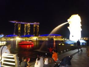 シンガポール夜景 マーライオンとベイサンズ