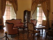 領事館内の家具