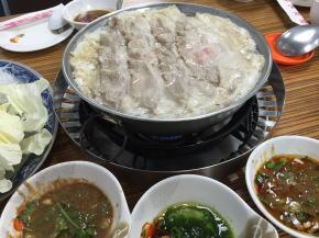 長白の酸菜白肉鍋