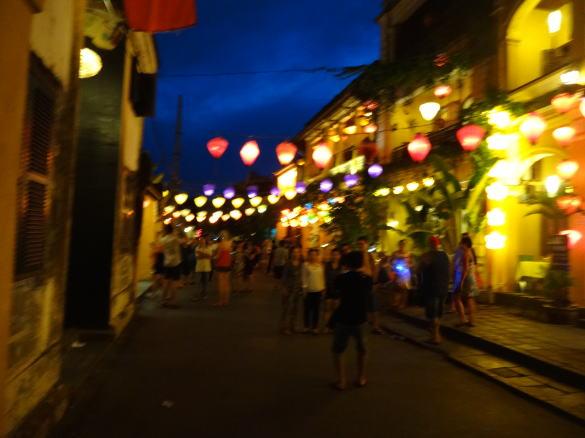 ホイアンの夜の街並み