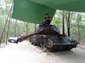 クチトンネル戦車
