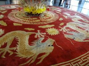 統一会堂の象徴的龍