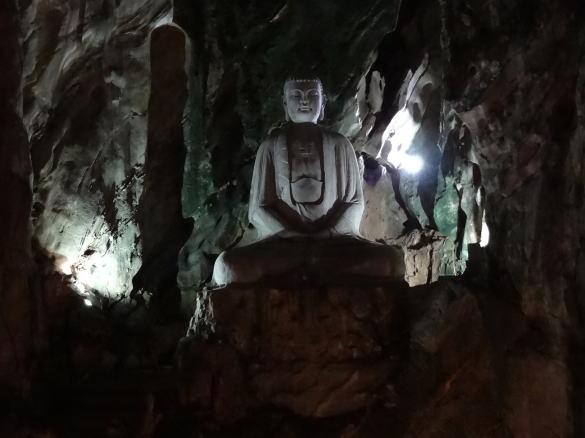 ダナンの五行山仏像