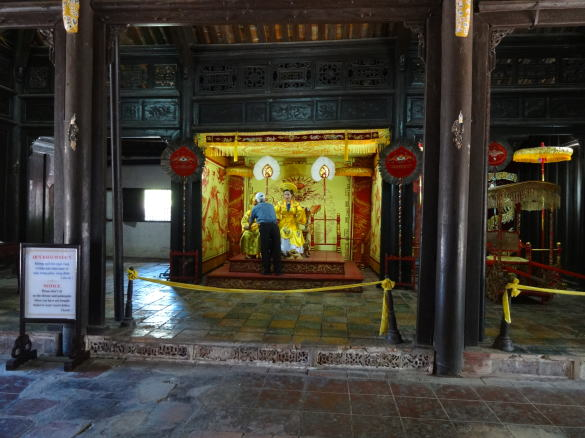 トゥドゥック帝陵での記念撮影