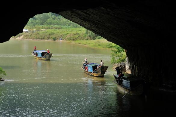 世界遺産フォンニャ洞窟